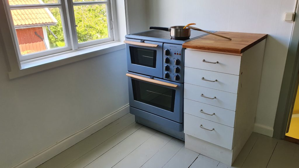 Kitchen - the electric stove